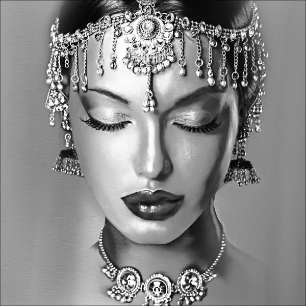 Alu-Bild Woman With Jewelery